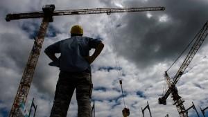 Arbeitslosenzahl geht im März deutlich zurück