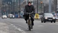 Immer mehr Deutsche setzen auf Diensträder statt Dienstwagen.