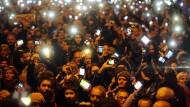 Tausende demonstrieren gegen Internet-Maut