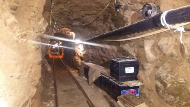 Polizei entdeckt 800 Meter langen Drogentunnel