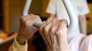 Schlechtes Image: Wer will heute noch in die Altenpflege?