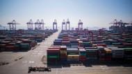 Ein Blick auf den Containerhafen Shanghais