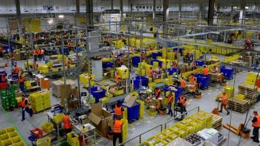 Auf dem Weg zum gefährlichen Monopolisten? Die Marktmacht von Amazon spaltet die Gemüter.