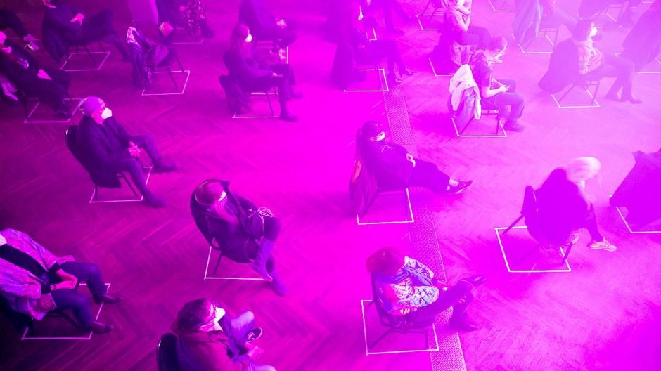 """Zuschauer beim Testkonzert """"Operation Heartbeat"""" in Berlin."""