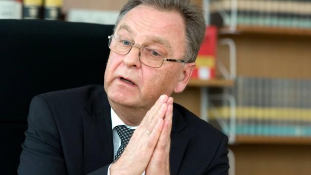 Hans-Jürgen Papier - Der Verfassungsgerichtspräsident beantwortet  zum Ende seiner 12-jährigen Amtszeit die Fragen von Reinhard Müller
