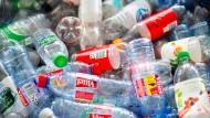 Neue Ideen für alte Plastikflaschen – das verspricht Lidl.