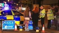 Polizisten vor der Manchester Arena