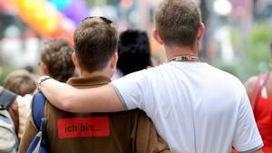 Chefs müssen Homosexuellen die gleichen Vorteile gewähren