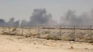 Rauch steigt auf nach dem Angriff auf die Öl-Raffinerie in Saudi-Arabien am Wochenende.