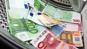 Wie Schwarzgeld ins Land geschleust wird
