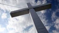 Das Kreuz mit der Kirche
