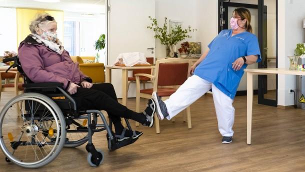 Regierung beschließt Corona-Bonus für Pflegekräfte
