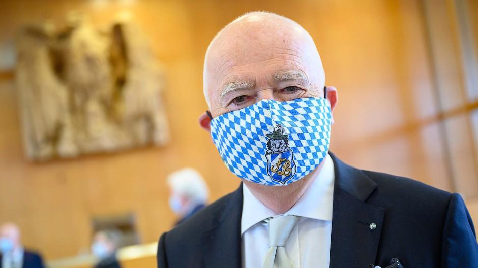 Peter Gauweiler ist im Streit um Souveränitätsrechte erprobt: hier vor dem Bundesverfassungsgericht zu Staatsanleihenkäufen der EZB.