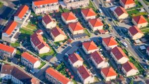 Hausbesitzer und Mieter zahlen immer mehr Abgaben