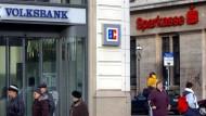 Die stark durch Volksbanken und Sparkassen geprägte Bankenlandschaft ist ein Grund dafür, warum Inflation in Deutschland unwahrscheinlicher ist als andernorts.