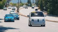 In Kalifornien probiert Google sein selbstfahrendes Auto auch im Straßenverkehr aus.