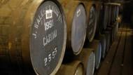 Viele füllen ihre Lager vor dem Referendum noch mit Whisky.