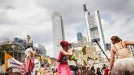 Mehr als 20.000 Menschen nahmen an der zentralen Demonstration teil; ihr Protest blieb bunt und friedlich.