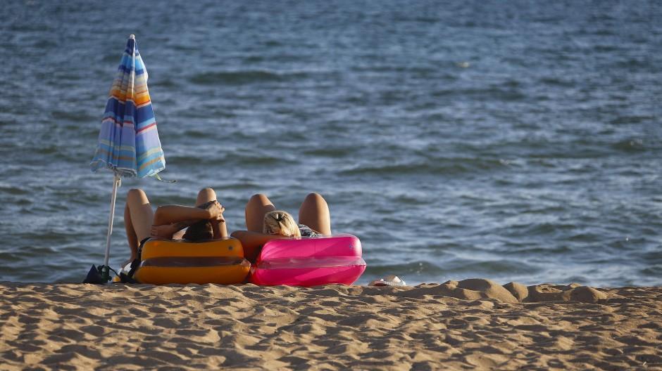Menschen am Strand von El Arenal