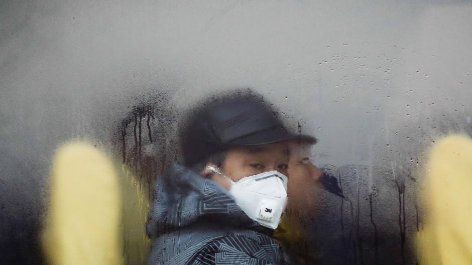 Atemschutzmasken gehörten für viele Chinesen lange zum Alltag.