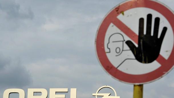 Opel-Mitarbeiter fordern Klarheit