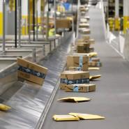 Infolge der Pandemie rollen in den Amazon-Lagern noch mehr Päckchen von den Bändern.