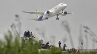 Die C919 ist an diesem Freitag vom Pudong International Airport in Schanghai gestartet.