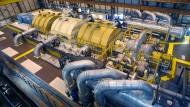"""Im """"Maschinenraum"""" des französischen Atomkraftwerkes Nogent-Sur-Seine."""