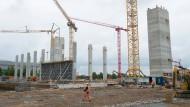 So sieht es auf der Baustelle in Dresden derzeit aus. 2019 soll die Fabrik fertig sein.