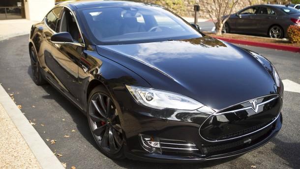 Diebstahl: Tesla verklagt ehemaligen Autopilot-Entwickler