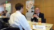 Im Vorstellungsgespräch: Aber wie haben sich Bewerber und Arbeitgeber kennengelernt?