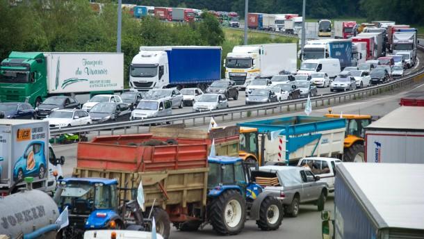 Wütende Bauern blockieren in Frankreich Autobahnen