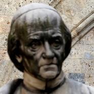 Statue vor dem Hauptsitz der Bank Monte Paschi in Siena.