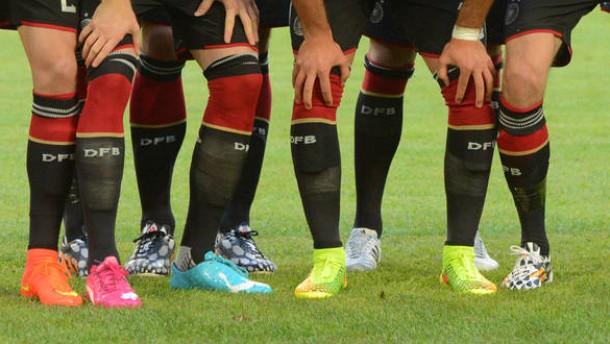 Gestrickter Fußballschuh mit eingebauter Socke