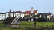 Kloster Reute nahe Bad Waldsee: Landschaftlich und wirtschaftlich hat Baden-Württemberg viel zu bieten.