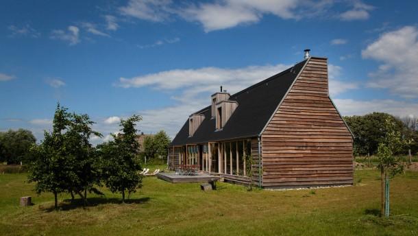 Neue Architektur - Johanna Michel und Dirk Preuß leben in Berlin und haben sich in Pinnow im Landkreis Uckermark ein großzügiges Ferienhaus gebaut