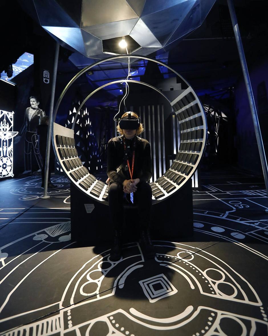 Erstaunt: Besucher einer Tesla-Ausstellung in Zagreb