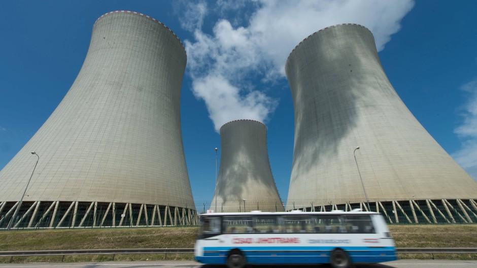Totgesagte Technologie vor der Renaissance? Atomkraftwerk im tschechischen Temelín