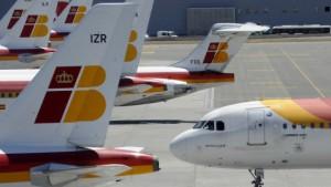 Hohe Treibstoffkosten zwingen Fluglinien zu Kostensenkungen
