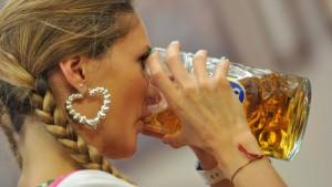 Fußball-WM wird für Biertrinker teurer