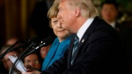 Irritiert: Merkel während der gemeinsamen Pressekonferenz mit Trump im März des vergangenen Jahres im Weißen Haus.