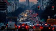 Berufsverkehr in Berlin: Wo ist hier noch Platz für Radfahrer?