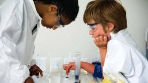 Chemie begeistert Kinder