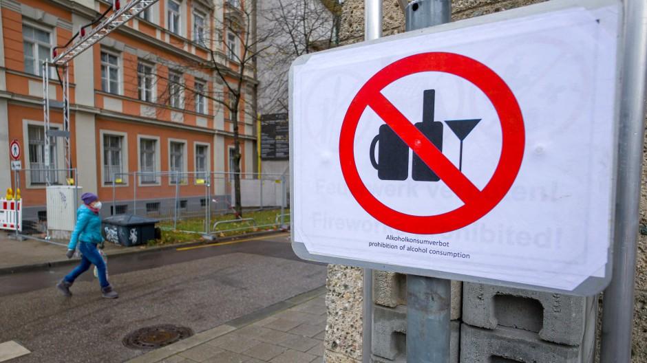 Alkoholverbot und leere Innenstädte: Der Lockdown verdirbt Verbrauchern die Kauflaune.