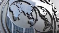 Die ganze Welt ist auf dem Logo des Internationalen Währungsfonds an dessen Sitz in Washington zu sehen.
