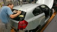 In der Fabrik werden 40.000 Euro bezahlt, der einfache Vorstand erhält eine Million Euro. Die Relation zwischen oben und unten soll stabil bleiben