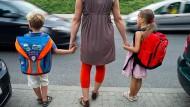 Arbeitende Mütter fühlen sich alleinerziehend - trotz Partners