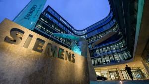 Auch Siemens meldet weniger Gewinn