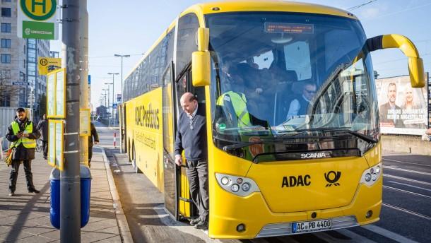 Die neuen Fernbuslinien - Fahrt mit einem gelben ADAC-Bus vom Frankfurter Busbahnhof nach Köln.
