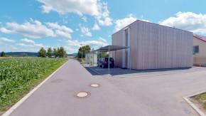 Moderne Architektur - Ursula und Bernd Selbmann leben am Ortsrand von Kusterdingen-Immenhausen, das maßgeblich von ihrem Sohn geplant wurde. Das Haus ist schlicht und zurückhaltend. Ein offenes Raumkonzept wurde realisiert.
